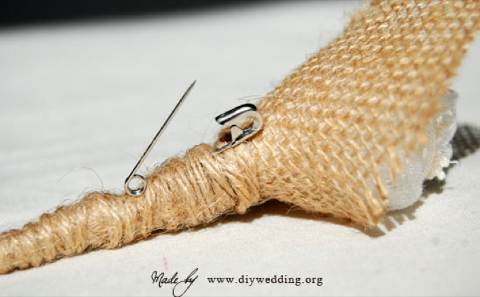 diy_boutonniere_using_burlap_muslin_feathers_pin-34