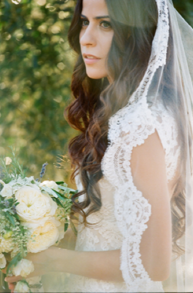 bride-in-mantilla-veil-17-17-17