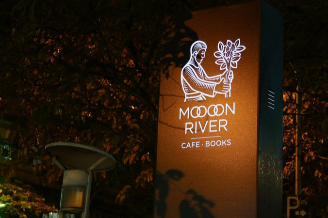 moooon-river-cafe-books%ef%bc%91-98
