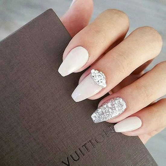 nude-glitter-wedding-nails-for-brides-1-12