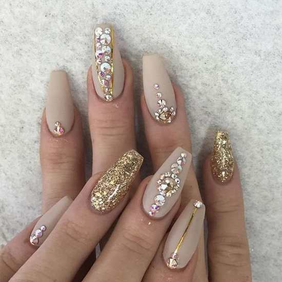 nude-glitter-wedding-nails-for-brides-40-28