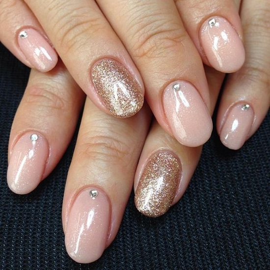 nude-glitter-wedding-nails-for-brides-42-29