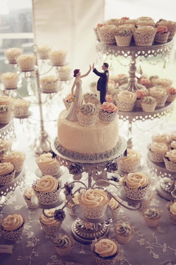 wedding-topper-and-cupcakes