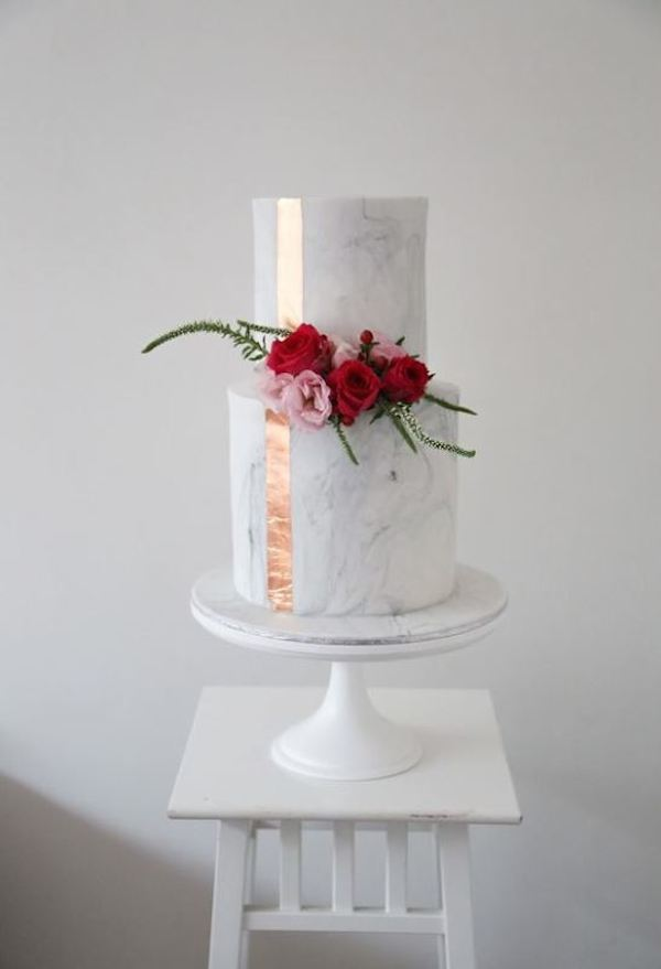 27-chic-and-luxurious-marble-wedding-cakes-4