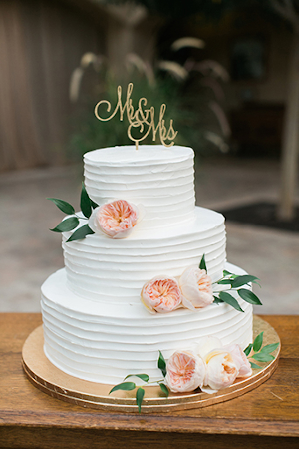 Serra-Plaza-Beautiful-White-Wedding-Cake-with-Garden-Roses