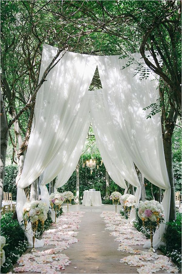 garden-outdoor-wedding-aisle-decor
