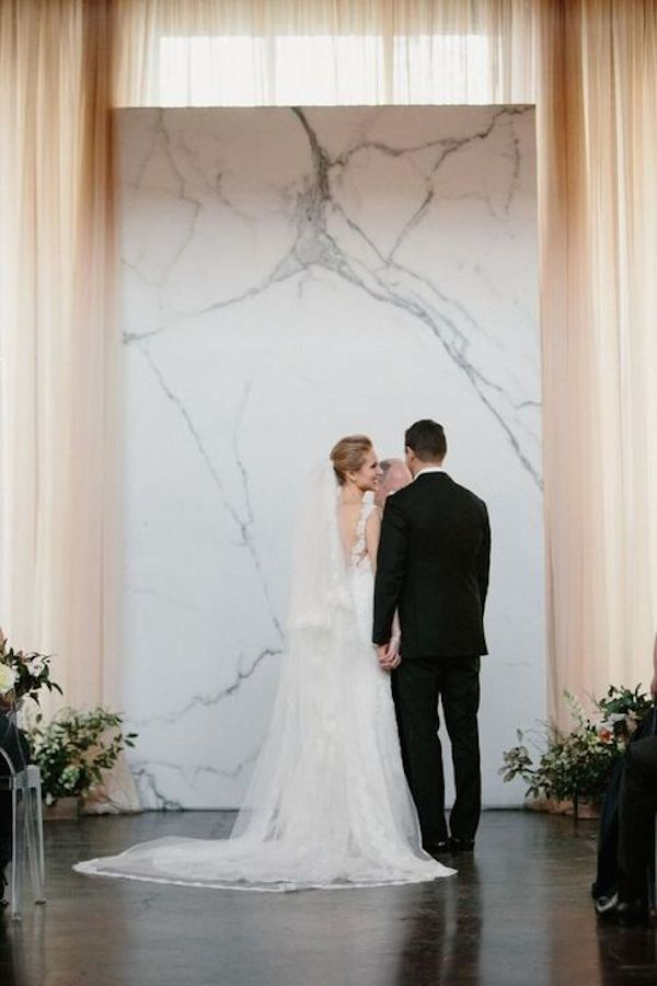 sleek-marble-ceremony-backdrop-is-ideal-for-a-modern-wedding