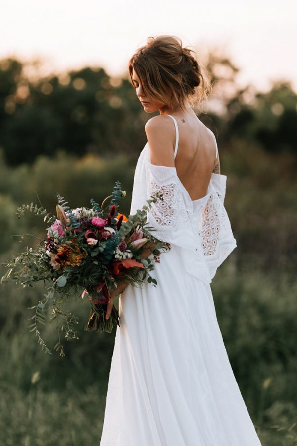 we-have-a-feeling-this-fall-wedding-inspiration-is-exactly-what-youre-looking-for-34-600x899
