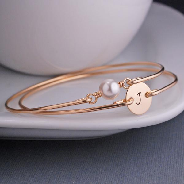 Gold_Initial_Pearl_Set_Engraved_grande