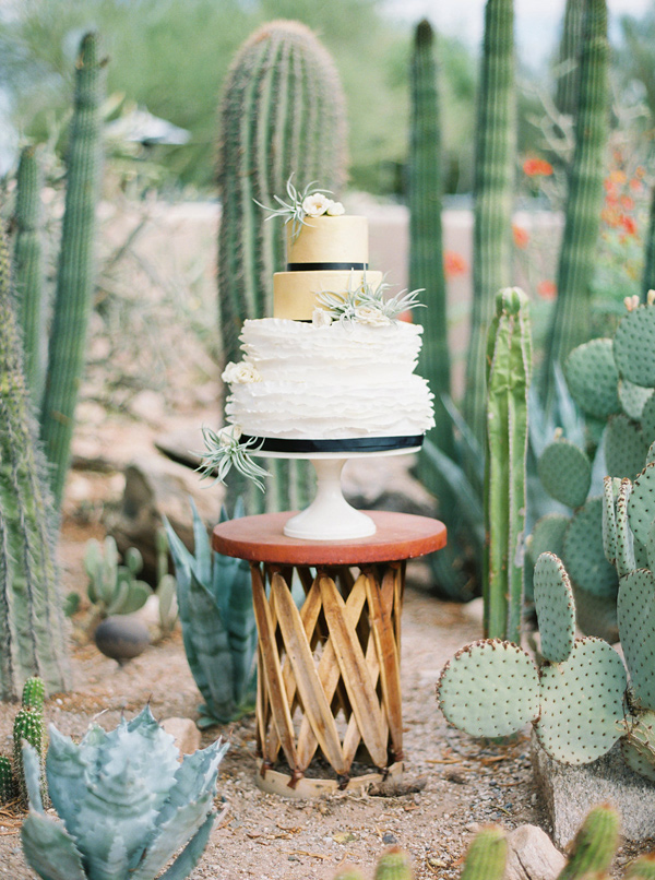 Ruffled - photo by Elyse Hall Photography http://ruffledblog.com/tucson-hacienda-wedding-inspiration