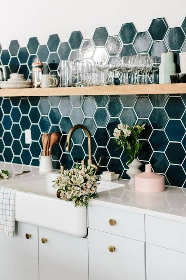 10-kitchens-where-the-backsplash-is-the-main-event-kitchen-backsplash-tile-ideas-58ff532d014a5e20454de119-w620_h800
