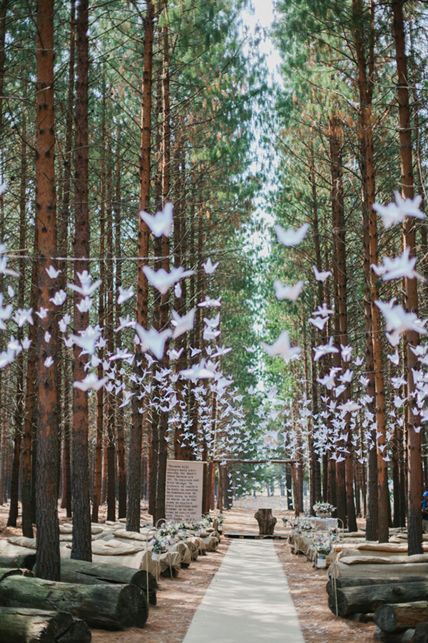 paper-cranes-decoration-ideas-for-forest-wedding