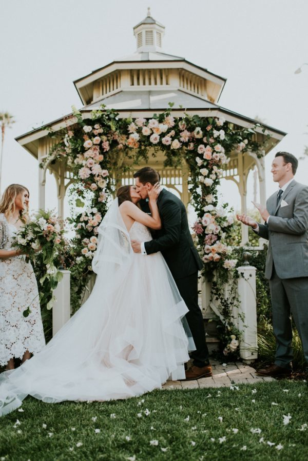 this-california-wedding-at-cass-house-cayucos-is-pure-coastal-elegance-28-600x899