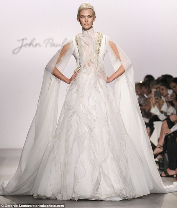 442A3E3100000578-4874258-Dressed_to_impress_The_ruffled_organza_dress_was_just_long_enoug-m-197_1505169410028