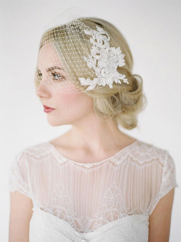 beautiful-birdcage-veil-with-lace-combs